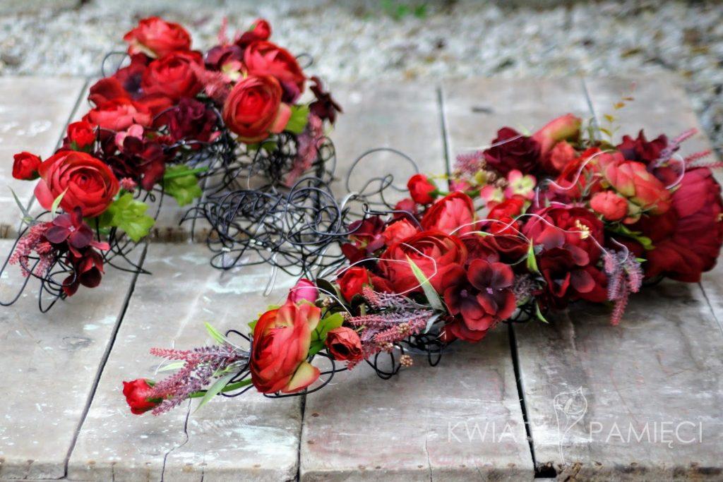 Kompozycja na grób z kwiatów sztucznych